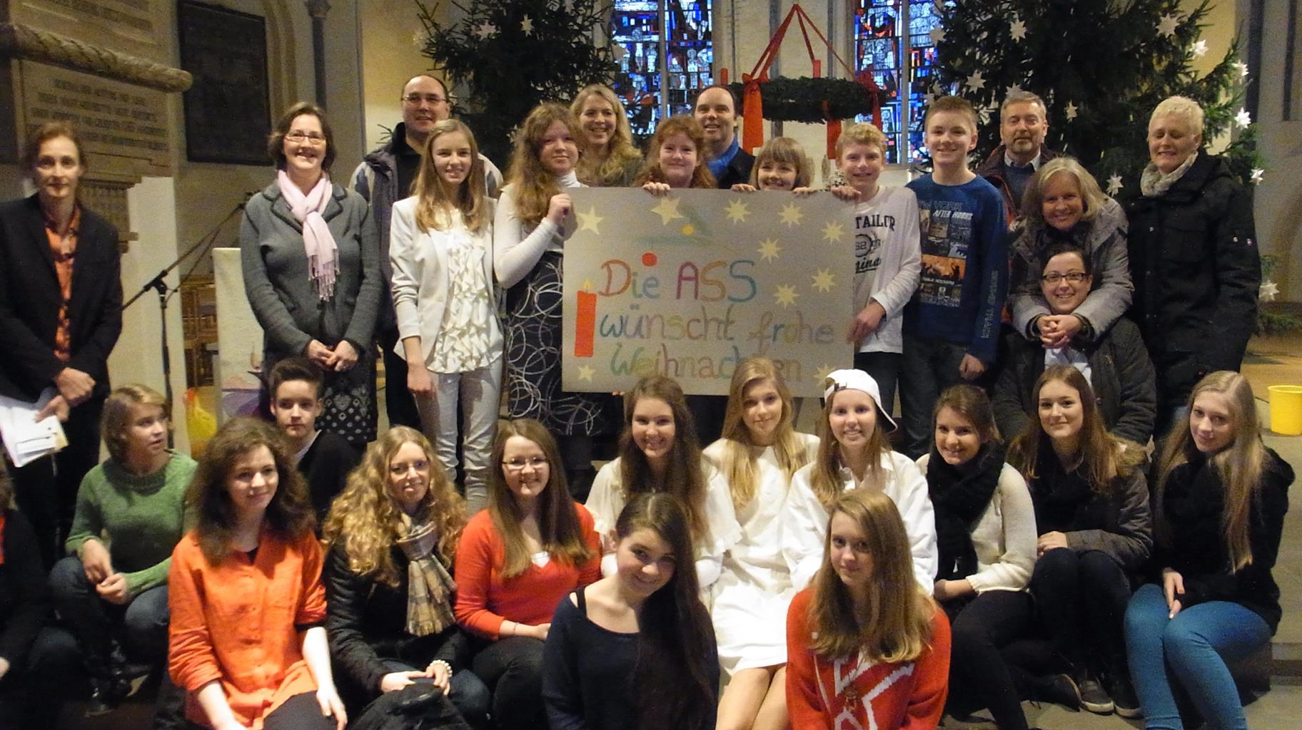 Freudig, frohgemut und frisch gesegnet in die Festtage: Weihnachtsandacht der Albert-Schweitzer-Schule findet großen Zuspruch