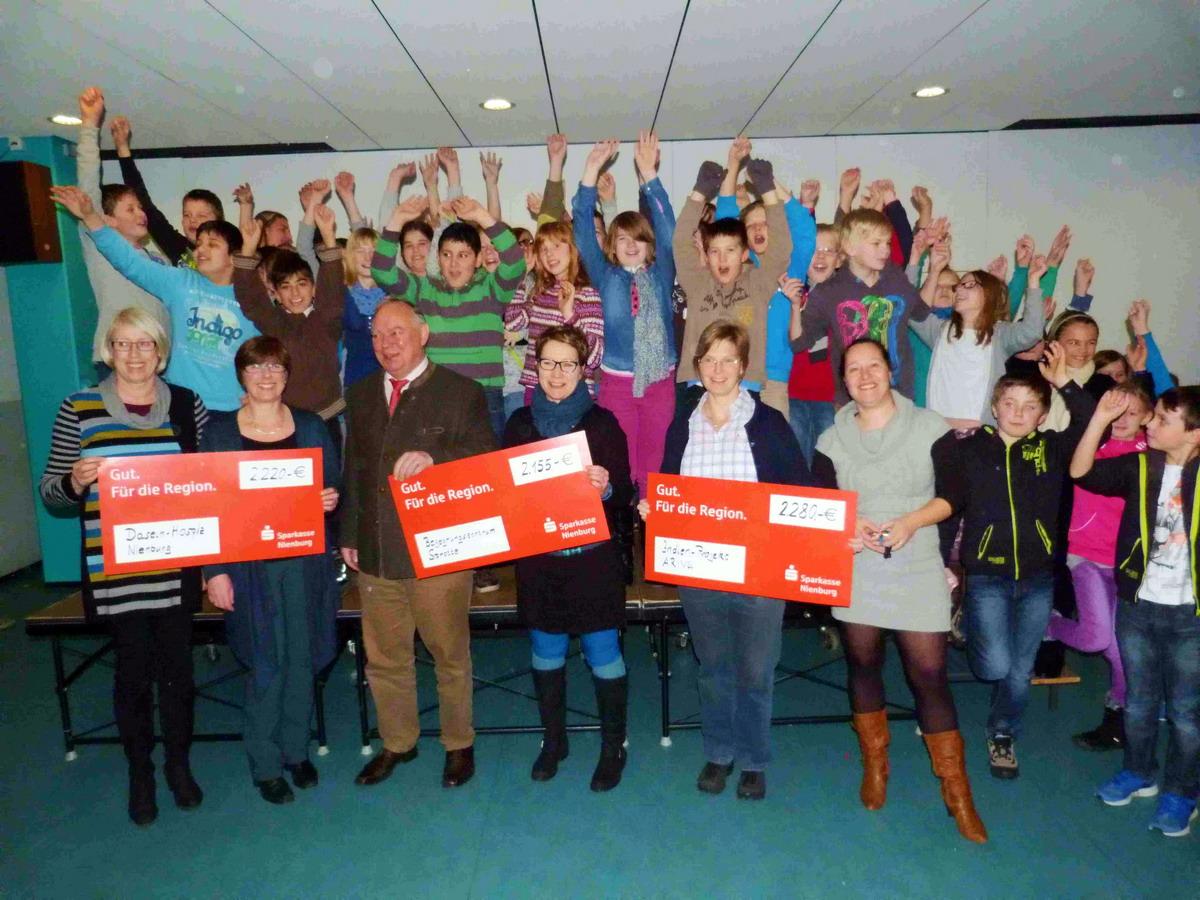 Albert-Schweitzer-Schüler spenden fast 7000 Euro für soziale Zwecke