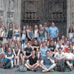 Gruppenbild des ASSChores in Rouen vor der Saint MaclouKirche