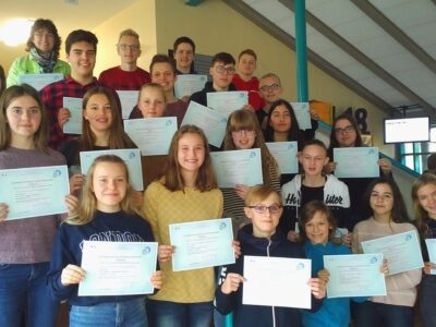 DELF-Diplome im doppelten Dutzend an Albert-Schweitzer-Schule!